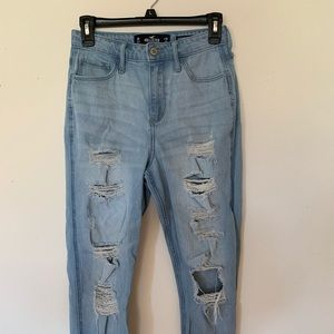 SIZE 3 ULTRA HIGH RISE HOLLISTER MOM JEANS